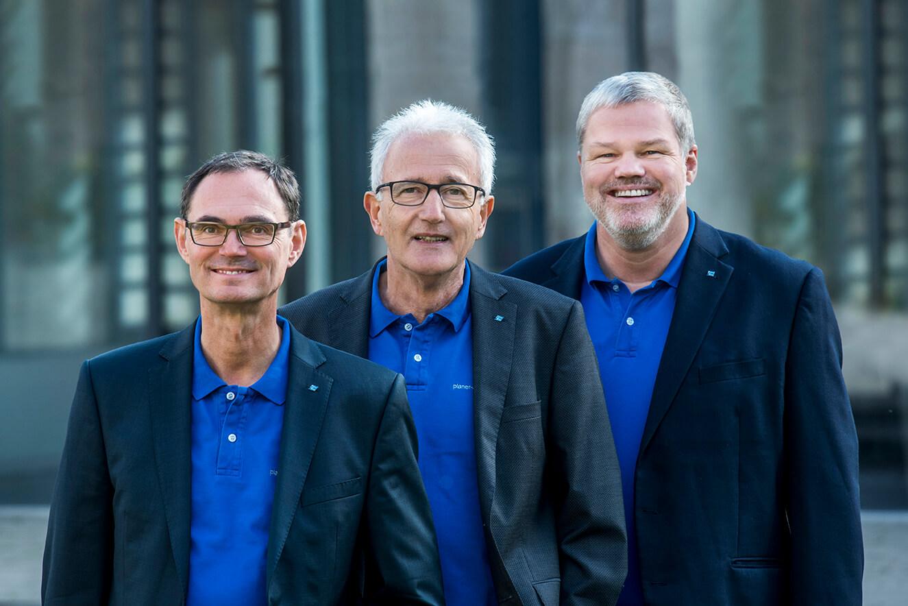 Das Planer am Bau-Team: Dr.-Ing. Knut Marhold, Dr.-Ing. Dipl.-Wirtsch.-Ing. E- Rüdiger Weng, Prof. Dr.-Ing. Dipl.-Kfm. Thomas Benz (von rechts nach links)