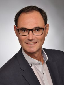 Prof. Dr.-Ing. Dipl.-Kfm. Thomas Benz